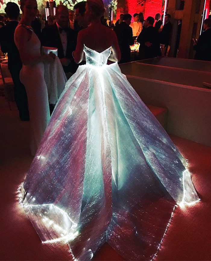 Claire Dane's 'Glow in the Dark' Gown caught Global Fashion Attention!
